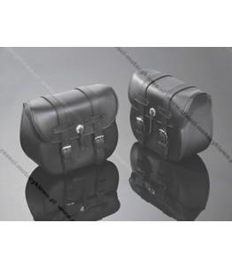 Skórzane torby podsiodłowe gładkie. Wymiary: długość 39 cm, wysokość 30 cm, głębokość 15 cm. Producent: Highway Hawk.