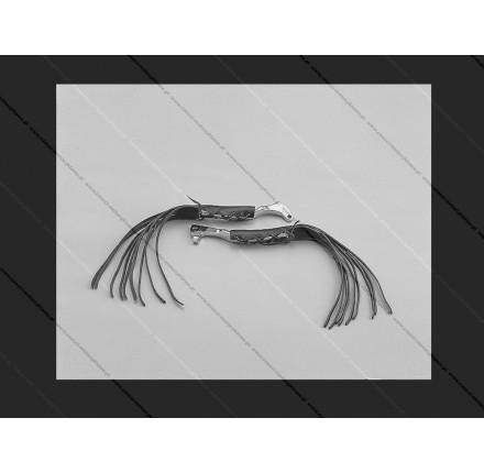 Skórzane nakładki na dźwignię sprzęgła z frędzlami o długości 30cm. Producent: Highway Hawk.