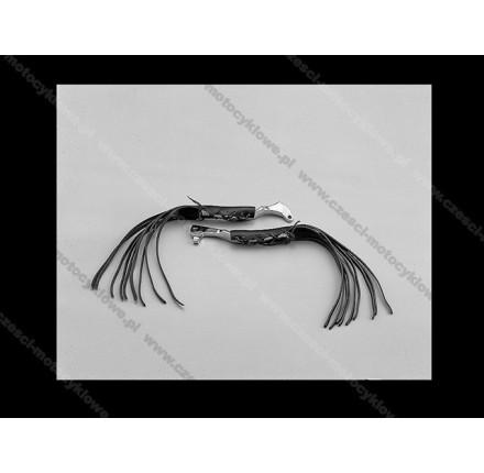 Skórzane nakładki na dźwignię sprzęgła z frędzlami o długości 20 cm. Producent: Highway Hawk.